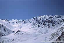 黒部平から立山方面の深雪を望む