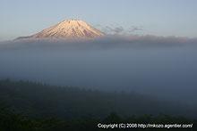 雲上の富士 by α700