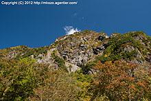 紅葉の明神岳を見上げて(2009)
